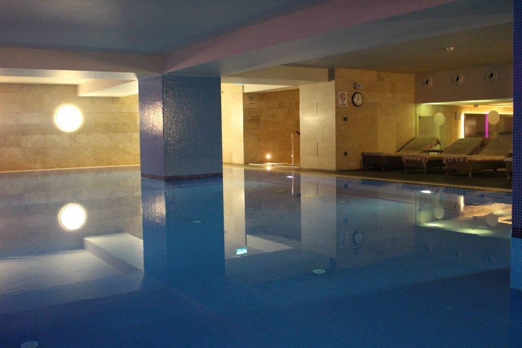mercure-hotel-havuzlu-spor-salonu
