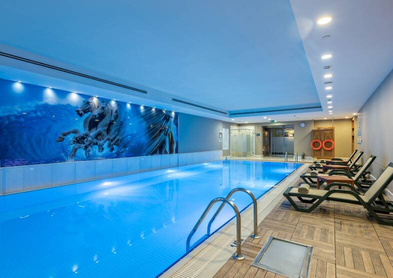holiday-inn-sisli-havuz